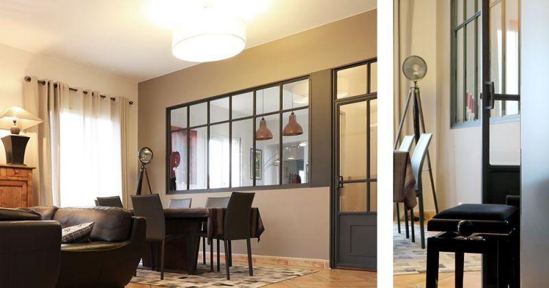Embellissement d'une maison avec cuisine ouverte sur séjour par verrière menuiserie style atelier, parements en marbre et suspensions en cuivre - Julie Béringué Architecte d'intérieur à Toulouse